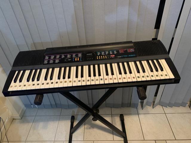 Teclado musical Cassio CTK-480 usado