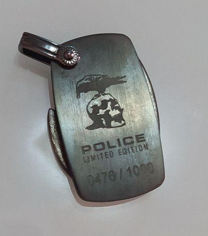 Pingente Police Edição Limitada 4x3cm metal e couro - Foto 2