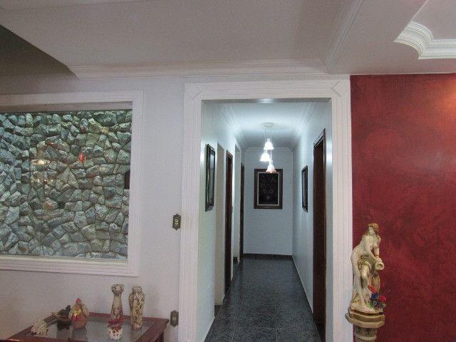 Casa ampla com 03 suítes e com hidro e varandão na QSE 8 - Foto 18