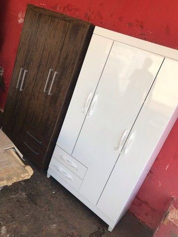 Guarda roupas 4 portas 2 gavetas novo entrego e monto  - Foto 2
