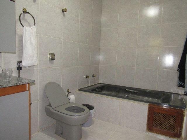 Casa ampla com 03 suítes e com hidro e varandão na QSE 8 - Foto 3