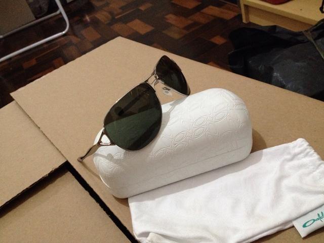 Óculos Oakley sem uso