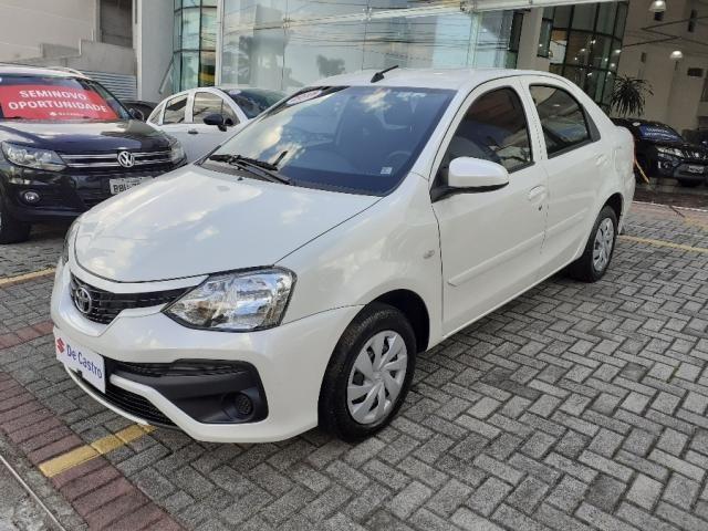 Toyota Etios Sedan 1.5 x 2018 - Foto 3