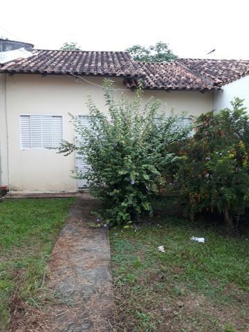Alugo casa em condomínio fechado no Adalberto Sena, na rua atrás do IFAC
