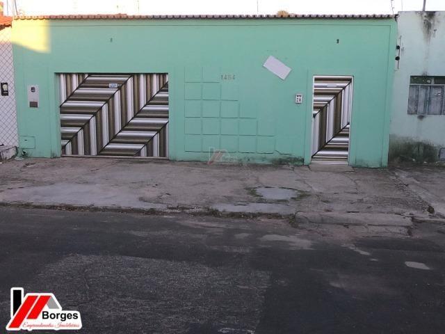 Casa com 03 Quartos na Rua Ruy Barbosa