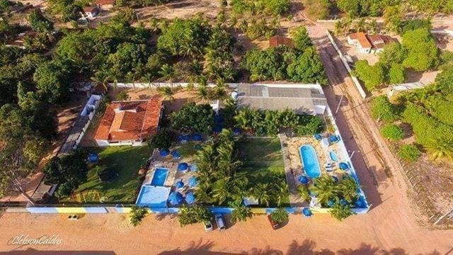 Restaurante/bar mobiliado + Balneário (piscinas) + Casa ampla (~15 cômodos)