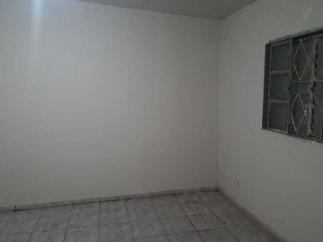 Aluga-se Casa de Fundos na Boa Vista - Foto 2