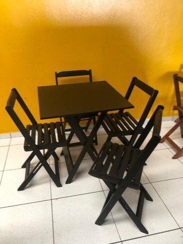 Mesa e cadeira dobraveis