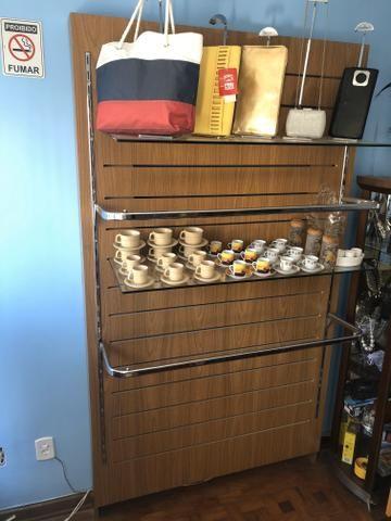 Vendo ou Troco Arara loja de roupa madeira e vidro (PROMOÇÃO)