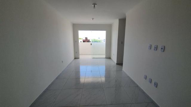 Apartamento com 66M², 2 quartos sendo 1 suíte e varanda