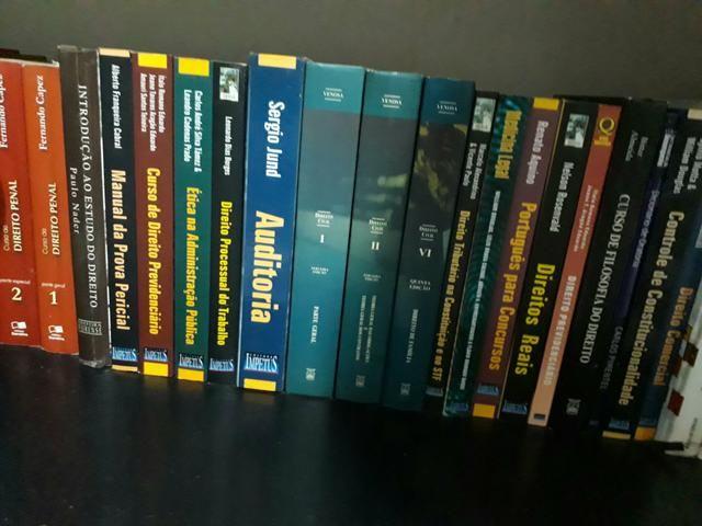 Vendo livros usados de Direito e Para Concursos