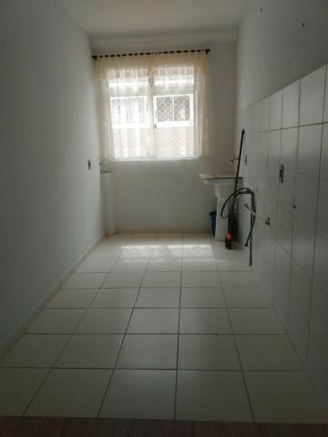 Incluso Internet, dois quartos com garagem, port 24 hrs - Foto 3