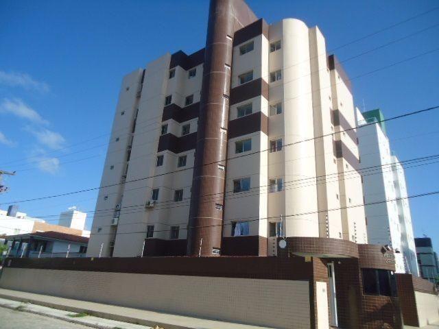 Apartamento no Bessa a 200m da praia, contendo: 3 quartos, 1 suíte, wc social reversível