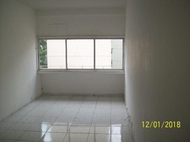 Apartamento em Botafogo, 1 quarto e dependência empregada