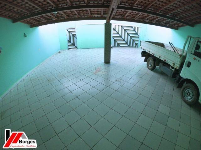 Casa com 03 Quartos na Rua Ruy Barbosa - Foto 2
