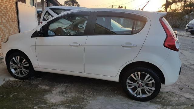 Vende-se Fiat Palio Essence Branco Modelo 2013