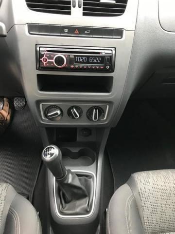 Volkswagen Fox 1.0 8V (G2) (KIT-VII) 4P 2014 - Foto 8