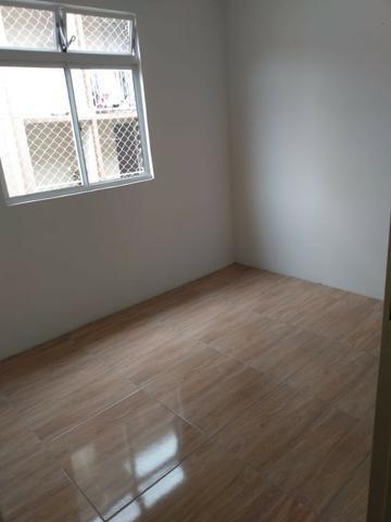 Incluso Internet, dois quartos com garagem, port 24 hrs - Foto 5