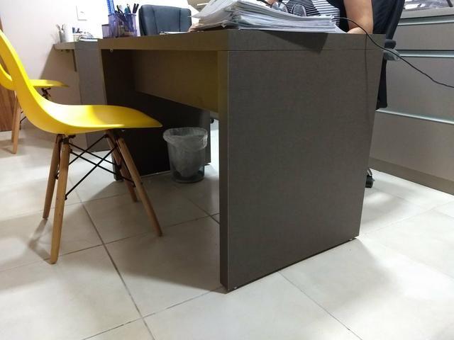 Mesa para escritório praticamente nova