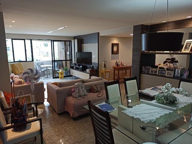 Apt 2ª quadra da praia da Ponta Verde, 147m², 4 suítes + DCE, área de lazer, só 660mil!