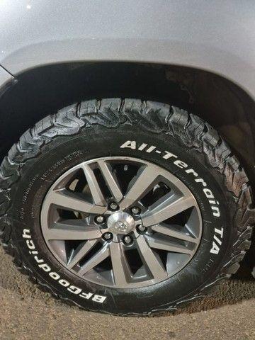 Jogo de rodas originais com 4 pneus meia vida da marca BF GOODRICH ALL/ TERRAIN T/A