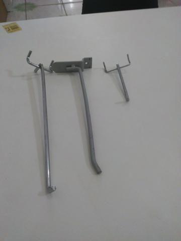 Ganchos reforçados para painel canaletado