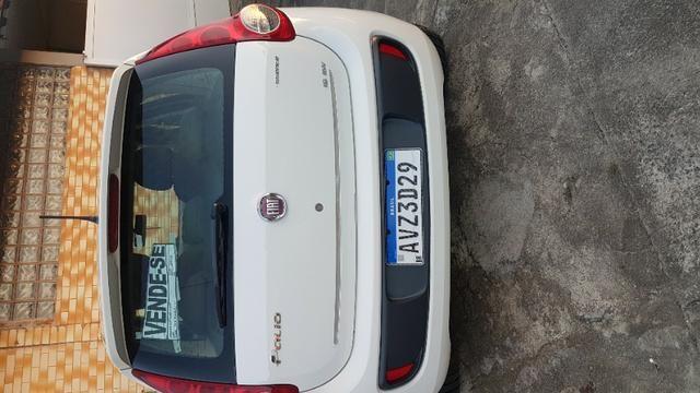 Vende-se Fiat Palio Essence Branco Modelo 2013 - Foto 8