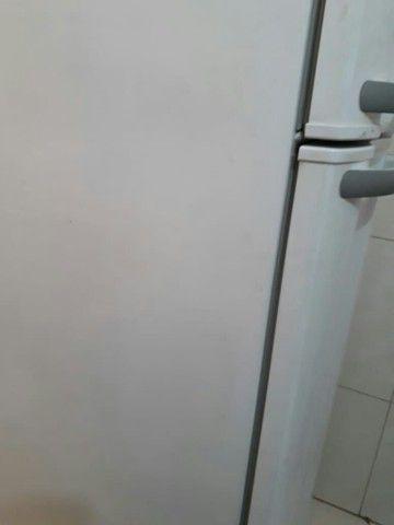 Geladeira Electrolux fuciona tudo sem defeitos  - Foto 2