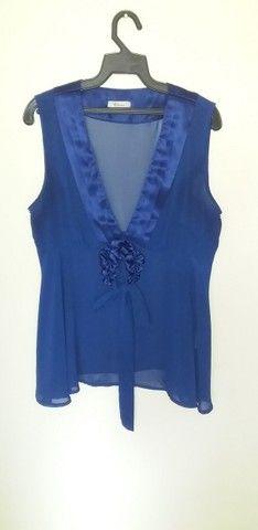 """4 Camiseta azul com fuxico clonix com decote em """"V"""" tamanho M"""