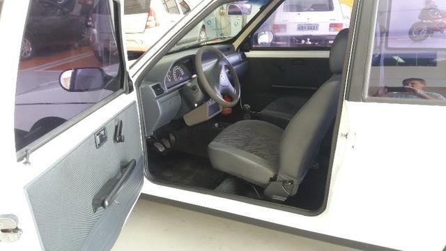 Fiat Uno, básico muito conservado