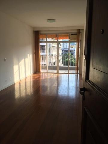 Ótimo apartamento 2 quartos com varanda e garagem na Carlos Vasconcelos