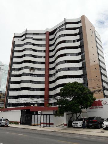 Grande apto com 4/4 + DCE na Ponta Verde, próximo ao Palato na Av. Dep José Lajes. Moveis