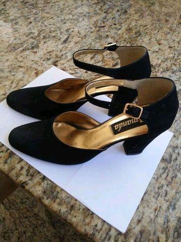 Sapato scarpin, número 38, preto, nobuk, salto 8,5 cm.
