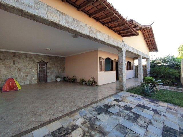 Casa á venda, 04 quartos com suíte, Barreiro/MG