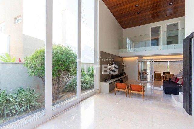 Moderno sobrado de luxo no Alphaville Araguaia, com 442 m² e 4 suítes, com lazer completo - Foto 2