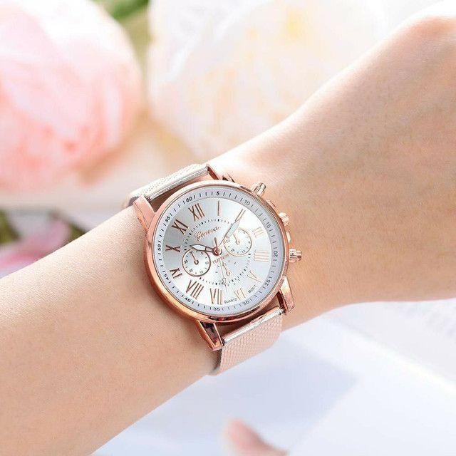 Relógio Simples e Bonito Feminino Branco