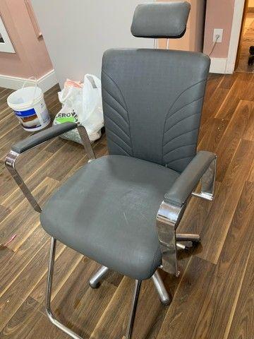 Cadeira de salão/estética Seminova! (Aceito propostas) - Foto 2