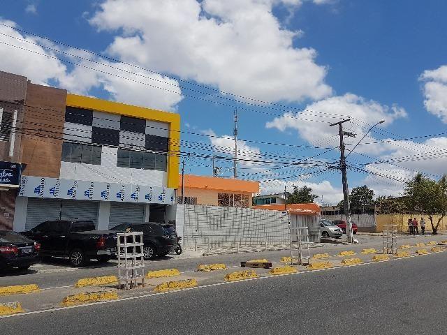 Salas comerciais na AV. Elpídio de Almeida no bairro do Catolé