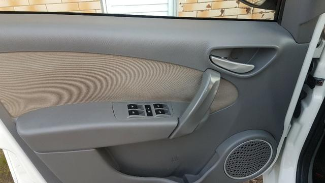 Vende-se Fiat Palio Essence Branco Modelo 2013 - Foto 6