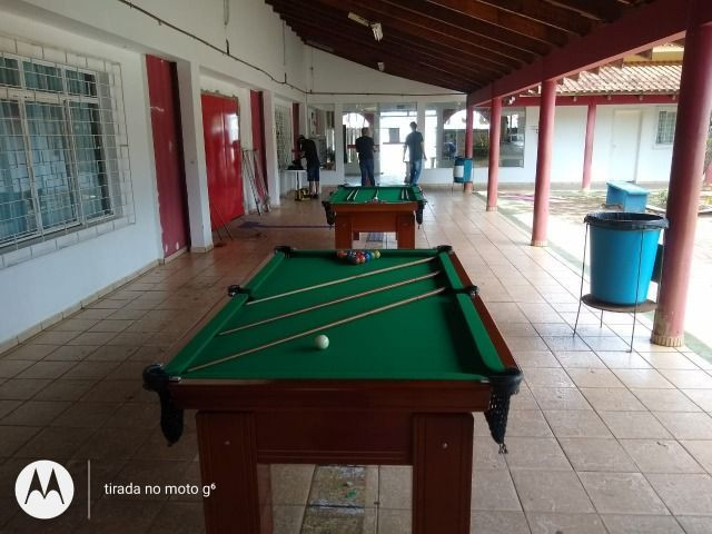Mesa Charme Arredondada Pgto na Entrega Cor Imbuia Tecido Verde Mod. ZDHK76 - Foto 2