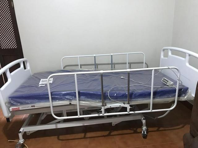 Vendo cama hospitalar 6 movimentos, colchão pneumático e aparelho bipap (respirador) - Foto 2