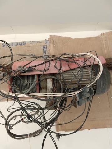Guincho de coluna elétrico Motomil 1.000 kg