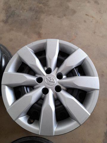 Jogo rodas e calotas Toyota Corolla originais - Foto 2