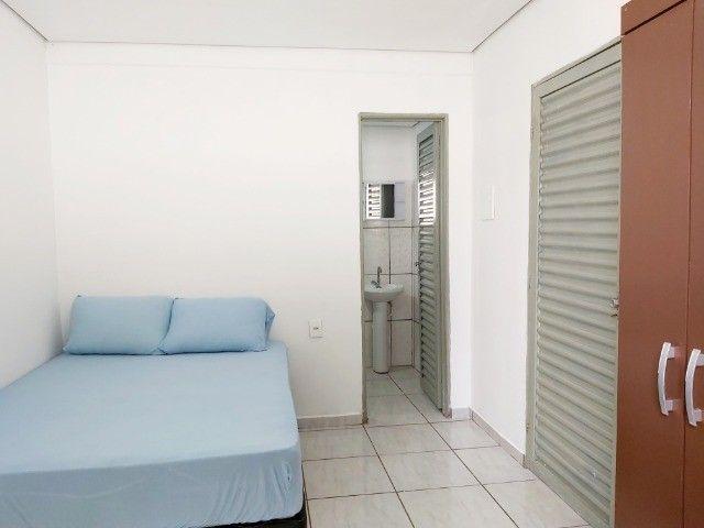 Kit Net Mobiliado c/ Internet - Cerca Elétrica -Garagem-Portão Eletrônico- Parque Atalaia - Foto 3