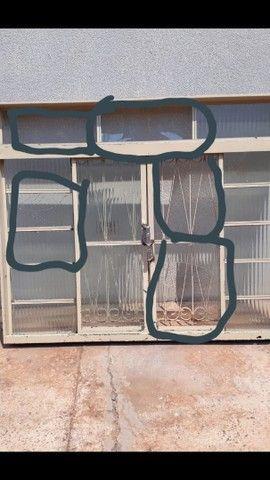 3 janelas por 500,00  medida 1,50 altura x por 1,20 L . Passo cartão  - Foto 4