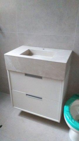 Kit pia de porcelanato e armário sobe medida