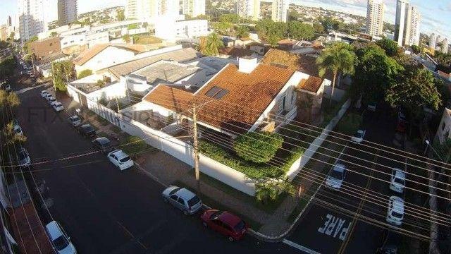 Casa Excelente de Esquina com Terreno 720m² na Rua da Paz