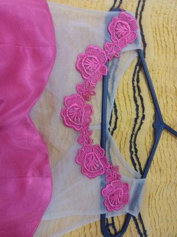 Vestido de gala rosa todo a tule com estras na cintura e renda com tule em cima  - Foto 3