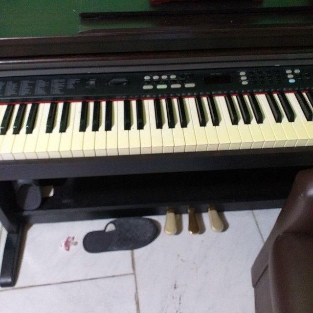 Piano eletrónico com acompanhamentos. - Foto 3