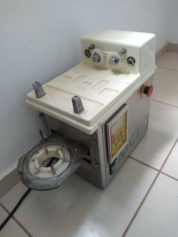 Máquina formadora de salgados